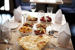För kokkonstrestaurang för indisk mat indisk inställning Royaltyfri Foto