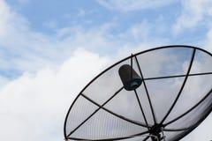 för kommunikationsmaträtt för antenn svart satellit Arkivbilder