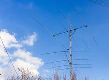 För kommunikationstorn för tre mobiltelefon signal för överföring Arkivbilder