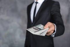För kontant begrepp för transaktion finanskorruption för pengar olagligt Arkivbild