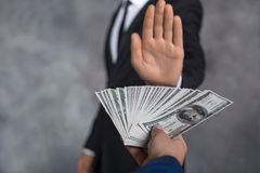 För kontant begrepp för transaktion finanskorruption för pengar olagligt Arkivfoton