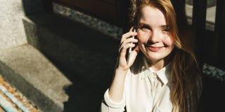 För konversationtelefon för flicka talande begrepp Fotografering för Bildbyråer