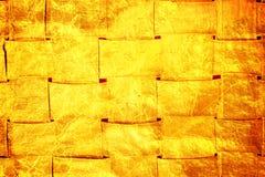 För korgtextur för guld- folie bakgrund Arkivfoton