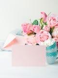 För kortvalentin för tomt papper rosa inbjudan för dag för ` s Royaltyfria Bilder