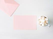 För kortvalentin för tomt papper rosa inbjudan för dag för ` s Arkivfoto