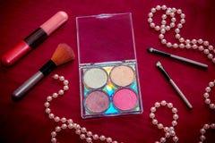 """För kosmetisk skuggor för öga sats†för makeup """", highlighter, kantglans och rodnad, borstar arkivfoto"""