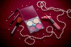 """För kosmetisk skuggor för öga sats†för makeup """", highlighter, kantglans och rodnad royaltyfri fotografi"""