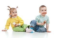 is för kräm- flicka för pojkebarn lycklig Royaltyfri Bild