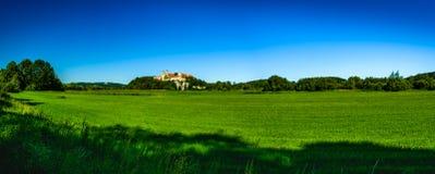 för krakow för abbeybenedictinekull nästa poland landmark flod till tyniec wisla royaltyfria bilder