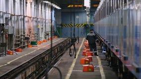 För Krasnaya för bussgarage för tunnelbana för gångtunneldrev inre presnya lager videofilmer