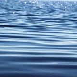 för krusningsvatten för ljusa lappar waves Arkivfoto