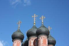 för kupoler kloster petrovsky moscow högt Royaltyfri Bild