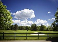 för kursstaket för bunker molnig sky för golf royaltyfri fotografi