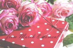 8 för kvinna` s för mars kort för hälsning för dag Royaltyfria Bilder