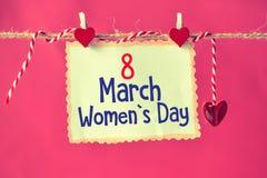 8 för kvinna` s för marsch dag på papper Royaltyfri Fotografi