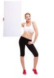 För kvinnainnehav för kondition baner för annons för sportigt mellanrum tomt Royaltyfri Foto