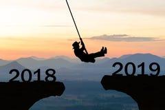 För kvinnarep för lyckligt nytt år klippa 2019 för hopp arkivbild