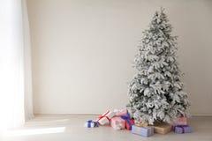 För lägenhetjulgran för jul inre ferier för nytt år arkivfoto