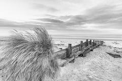 För lågvattenlandskap för härlig strand kust- bild på soluppgång i b Royaltyfria Bilder