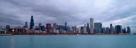 För Lake Michigan Chicago Illinois för soluppgångfärghimmel horisont stad Fotografering för Bildbyråer