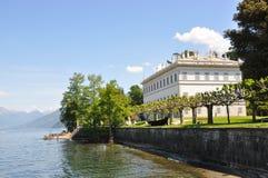 för lakemelzi för como italiensk villa arkivfoton