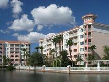 för lakesemesterort för 6 byggnader semester Arkivbild