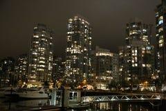 För landskapbota för natt stads- bro för vatten Arkivbilder