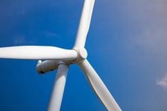 för lantgårdkälla för alternativ energi wind för turbin Arkivfoto