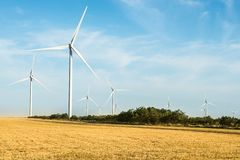 för lantgårdkälla för alternativ energi wind för turbiner Royaltyfri Foto
