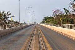"""För laokamratskap för den första thaiâ€en """"bro över Mekonget River i Thailand Arkivfoto"""