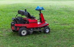 för lawngräsklippningsmaskin för bakgrund clipping isolerad white för bana Fotografering för Bildbyråer