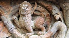 För leraterrakotta för lejon form bakad brummande royaltyfri bild