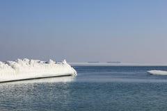 för ligganderocks för bröder österut avlägsen för russia vinter hav två Royaltyfri Bild