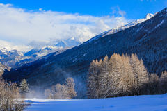 för ligganderussia för 33c januari ural vinter temperatur royaltyfri foto
