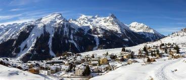 för ligganderussia för 33c januari ural vinter temperatur Alpin by av Gimillan 1800 meter av höjd i Aosta Valley, Cogne, Italien Royaltyfria Foton