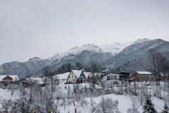 för ligganderussia för 33c januari ural vinter temperatur Bergby i kli, rumänska Carpathians Royaltyfri Foto