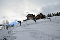 för ligganderussia för 33c januari ural vinter temperatur Härlig vinterplats i rumänska Carpathians Fotografering för Bildbyråer
