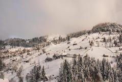 för ligganderussia för 33c januari ural vinter temperatur Härlig vinterplats i rumänska Carpathians Royaltyfri Bild