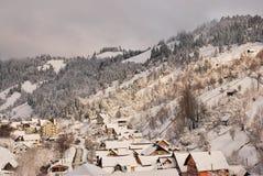 för ligganderussia för 33c januari ural vinter temperatur Härlig vinterplats i rumänska Carpathians Arkivbild
