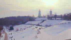 för ligganderussia för 33c januari ural vinter temperatur På backekupolerna av Kiev-Pechersk Lavra lager videofilmer