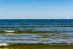 för liggandesegelbåtar för bild 3d solnedgång för sky för hav Royaltyfri Fotografi