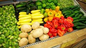 för livsmedelsbutikproduce för fack ljust färgat fullt lager Royaltyfria Bilder