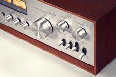 För ljudsignalförstärkare för tappning stereo- knopp för volym arkivfoto