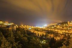 För ljus gult ljus yalta för natt stad Arkivfoto