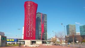 För ljus schackningsperiod för tid för fira 4k för porta för hotell för torn barcelona för sol stad berömd röd Spanien arkivfilmer