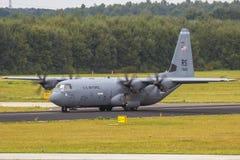 För Lockheed C-130 Hercules för USA-flygvapen nivå militär transport Fotografering för Bildbyråer