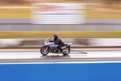 För loppkonkurrent för motorisk cirkulering flyttning på hastighet royaltyfri fotografi