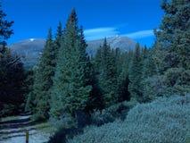 För lovelandpasserande för kontinental skiljelinje colorado berg arkivbilder