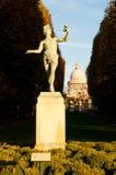 för luxembourg för skådespelare trädgårds- grekisk staty pa Arkivfoto