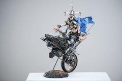För machelera för porslin pappers- cyklist för steampunk för metall arkivfoto